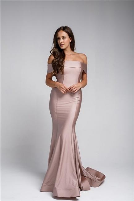 Tætsiddende elegant kjole i nude